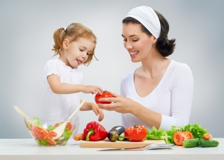mother-child-cooking